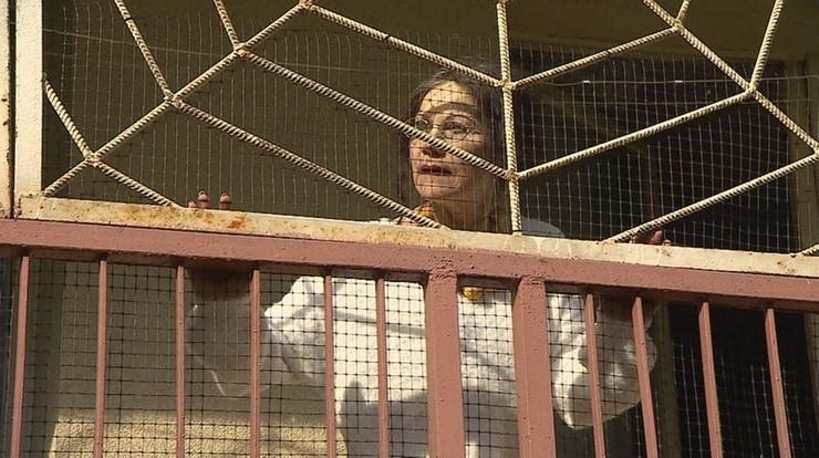 """Twierdzi, że prześladuje ją sąsiad. Mieszka dwa piętra wyżej. Reportaż """"Interwencji"""""""