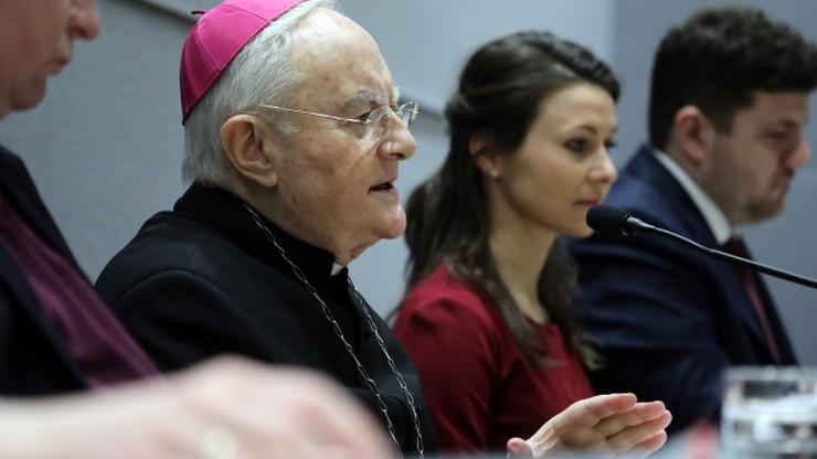 Abp Hoser: problem aborcji to spór o człowieka