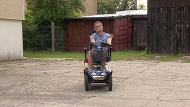 Niepełnosprawny bez pomocy. Trzy lata prosi wójta