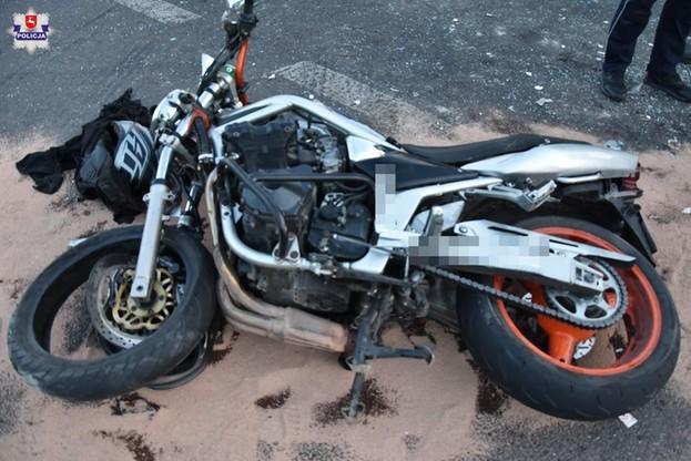 W wyniku wypadku zmarł motocyklista i kierująca autem osobowym.
