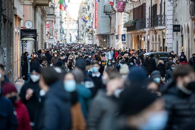 Tłumy na ulicach Rzymu