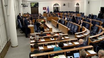 Senat o zmianach w Kodeksie wyborczym. Poprawki PiS umożliwiają głosowanie korespondencyjne