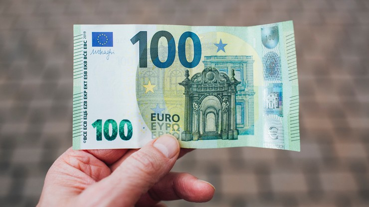 Francuzi dostaną po 100 euro. Ma to zrekompensować ceny paliw