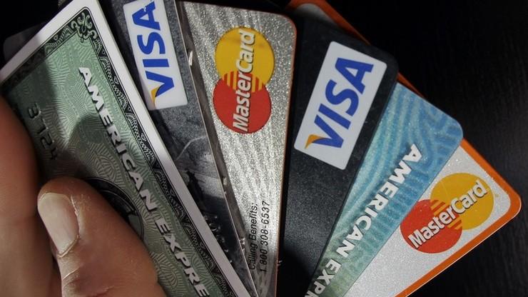 """Służbowe karty płatnicze: """"bardzo wysokie prowizje, utrudniona kontrola wydatków"""""""