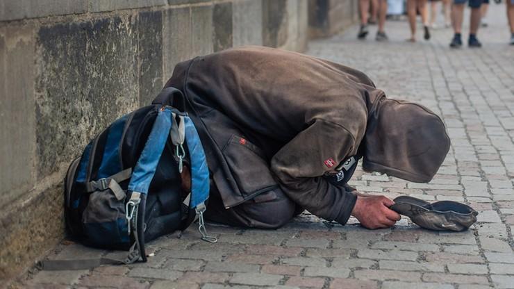 Podpalił bezdomnego; usłyszał zarzut usiłowania zabójstwa. Grozi mu dożywocie