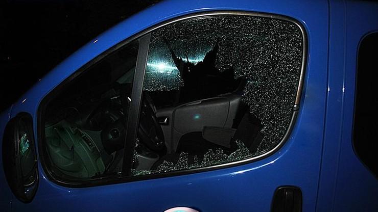 Chodzili po mieście i strzelali w samochodowe szyby