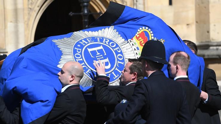 Trumna z ciałem brytyjskiego policjanta zabitego w zamachu wystawiona w parlamencie