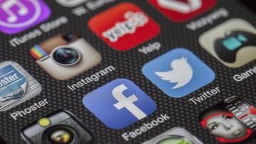KE: platformy internetowe usuwają coraz więcej mowy nienawiści