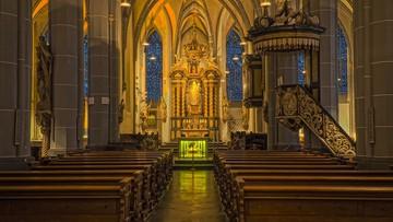 Polacy za wypłaceniem przez Kościół odszkodowań ofiarom pedofilii [SONDAŻ]