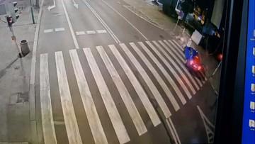 Rowerzysta pędził pod prąd, na czerwonym świetle wjechał na skrzyżowanie. Omal nie zginął