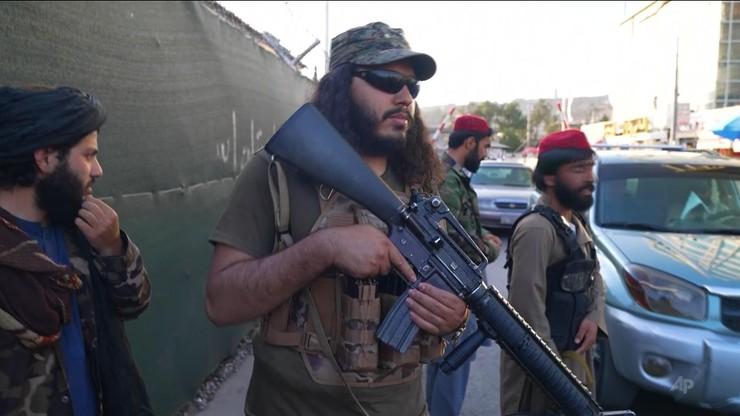 Minister obrony talibów do żołnierzy: nigdy więcej selfie
