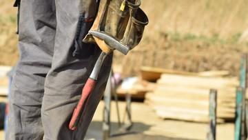 Sopot: drewniana ściana runęła na robotników. Jedna osoba zginęła