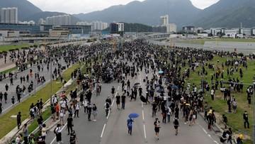 Paraliż lotniska w Hongkongu. Po nocnych starciach protestujących z policją, 5 osób w stanie ciężkim