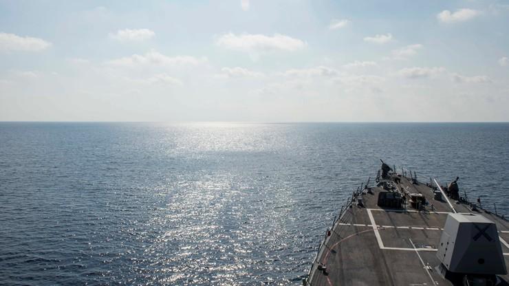 """Okręt USA w pobliżu spornej rafy. Chiny o """"niezbędnych krokach"""""""