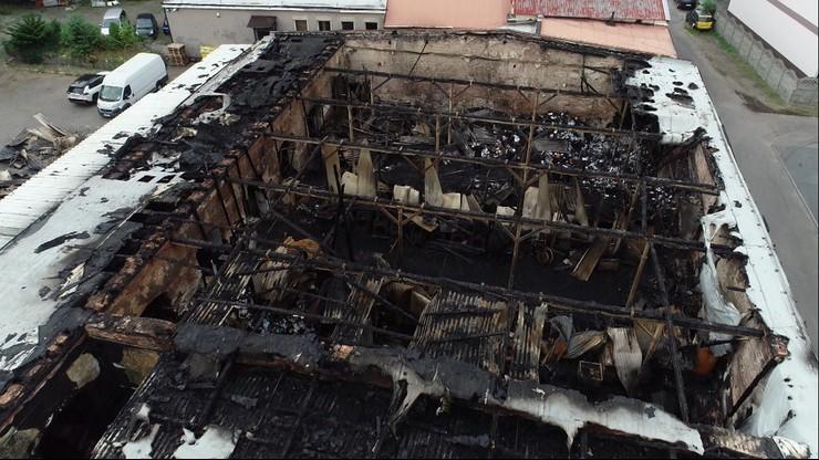 Pożar hali w Chorzowie. Znaleziono ciało z raną postrzałową