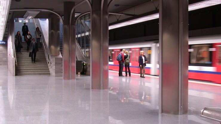 Awaria metra w Warszawie. Ruch był wstrzymany na trzech stacjach