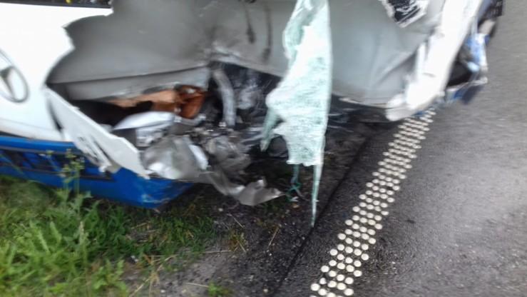 Zderzenie autobusu miejskiego z samochodem w Raciborzu. Nie żyje mężczyzna i dziecko