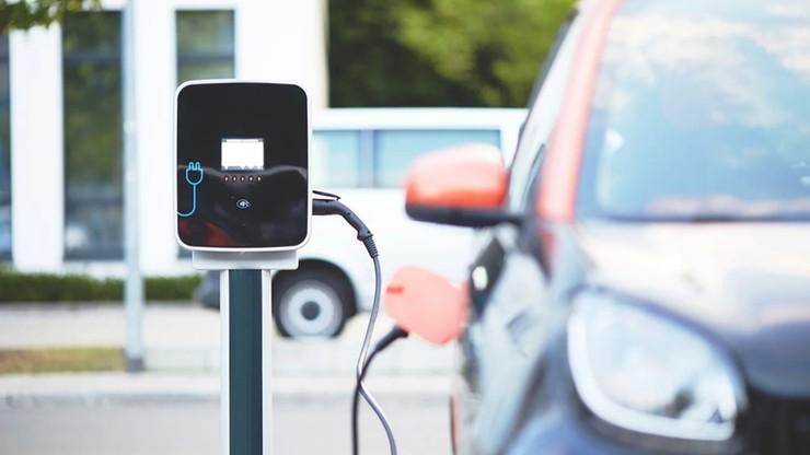 Ile wynosi dopłata do elektrycznej taksówki, ile do elektrycznego auta dostawczego