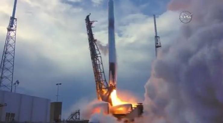 Rakieta Falcon 9 w drodze na Międzynarodową Stację Kosmiczną