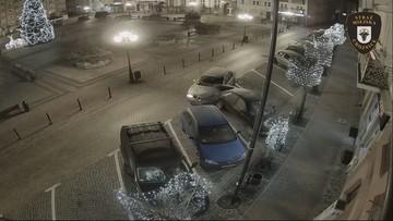 Nocny rajd na rynku w Chojnicach. 20-latek uszkodził trzy samochody