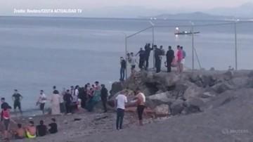 Imigranci masowo docierają do hiszpańskich enklaw Ceuta i Melilla