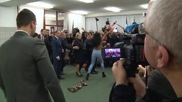 Półnaga kobieta rzuciła się w stronę prezydenta Czech. Incydent podczas wyborów