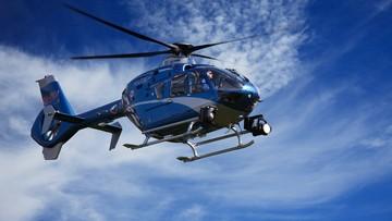 Podjechał za blisko policyjnego helikoptera. Połamane śmigła, dwie osoby ranne [WIDEO]