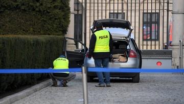 36-latek, który próbował wjechać na teren Pałacu Prezydenckiego miał twierdzić, że to jego dom