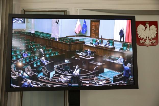 W południe zdalne posiedzenie Sejmu. Pojawiły się pierwsze trudności z logowaniem