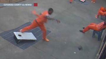 Przemyt do więzienia przy użyciu drona. Skazaniec łapał przesyłkę na spacerniaku