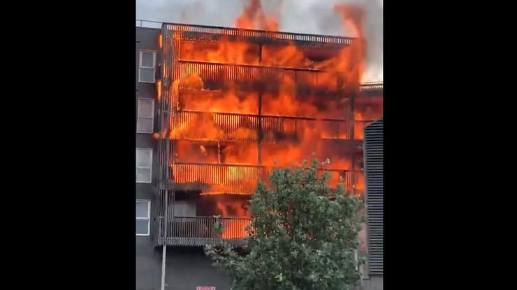 Pożar w Londynie. Płonie cały sześciopiętrowy apartamentowiec