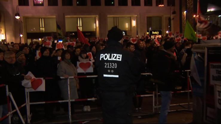 Berlin: manifestacje popierające i krytykujące politykę imigracyjną
