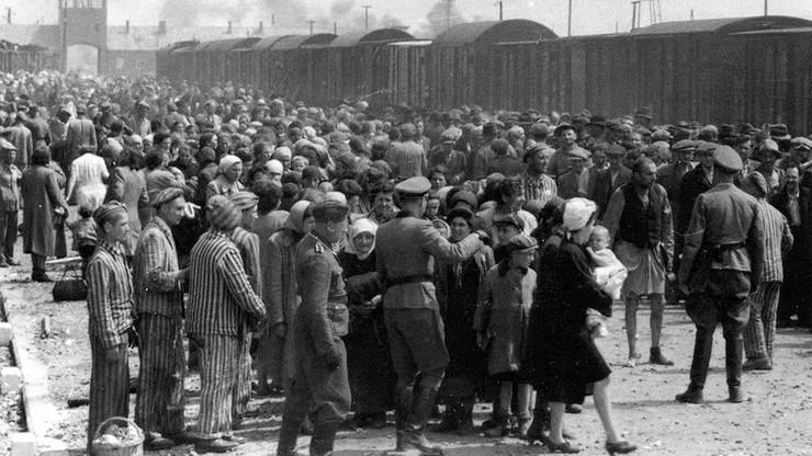 """Dziennik obwinia Polskę za zagładę 3 mln Żydów. """"Skandaliczna publikacja"""""""