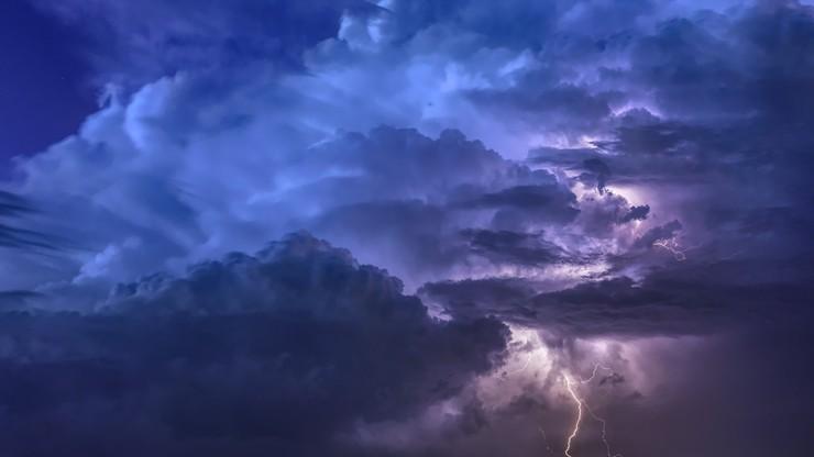 Parno i duszno z gwałtownymi burzami. Pogoda na piątek 16 lipca