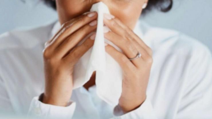 """Koronawirus """"nie lubi"""" wirusów przeziębienia"""