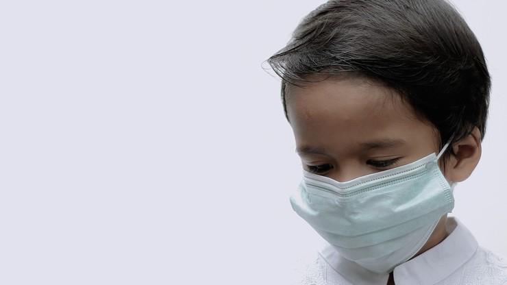 Chiny. 4-latek odizolowany od rodziców. Pielęgniarka opublikowała poruszające nagranie ze szpitala