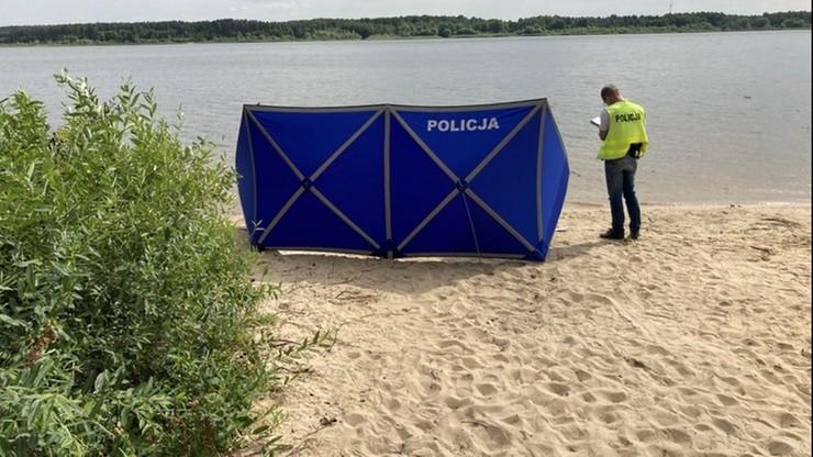 Znaleziono ciało na plaży zalewu Cieszanowickiego. Policja ustala okoliczności śmierci 66-latka
