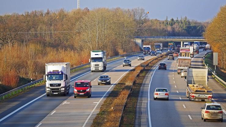 Z związku z epidemią wydłużono limit czasu pracy kierowców