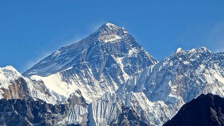 Rekordowa liczba zezwoleń na wejście na Mount Everest