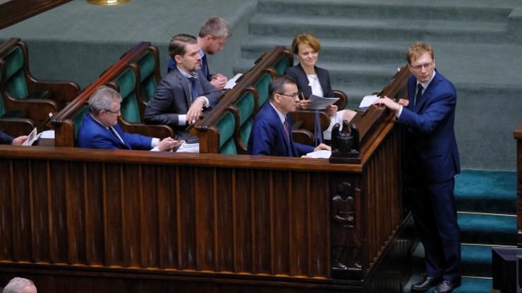 """Jak Polacy oceniają rząd Mateusza Morawieckiego? """"Epidemia niewiele zmieniła"""""""