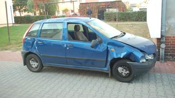 Wybrał się na randkę kradzionym autem. Po drodze dachował, ale do dziewczyny dojechał