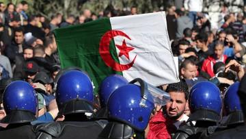 Wielotysięczne protesty w Algierii. Kilkunastu demonstrantów rannych podczas starć z policją