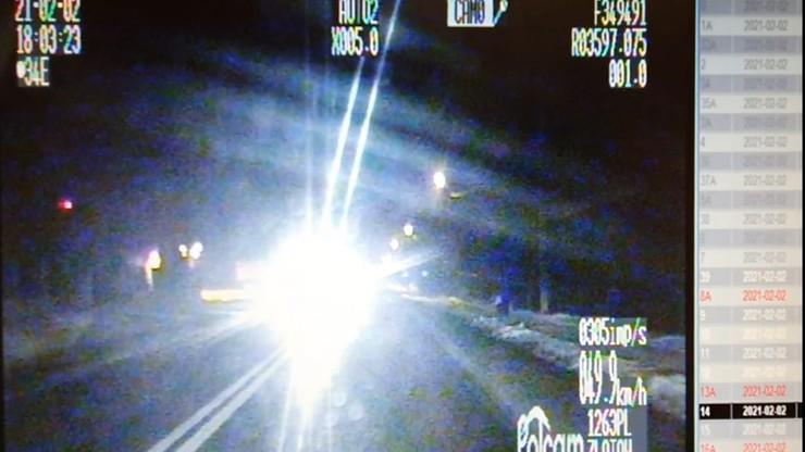 Mrugał światłami, by ostrzec przed policją. Zapłaci mandat