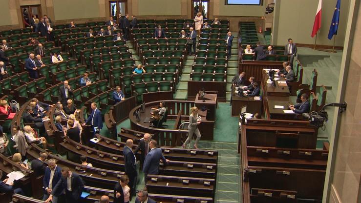 Niemal 40 proc. badanych nie ceni żadnego polskiego polityka