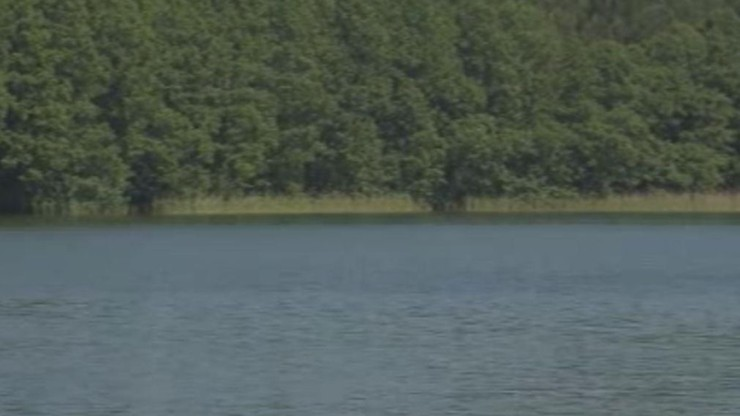 24-latek wskoczył do wody po poduszkę, która wypadła z łodzi. Trwa akcja poszukiwawcza mężczyzny