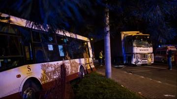 Groźny wypadek. Autobus rozbity na przystanku w Sandomierzu