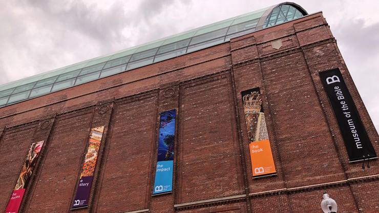 """Eksponaty Muzeum Biblii zostały przemycone. Trafiły do USA w skrzyniach z nalepkami """"kafelki ceramiczne"""""""