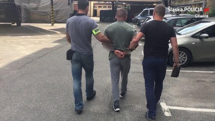 Pistolet z tłumikiem i 417 gramów kokainy. Gliwicka policja zatrzymała poszukiwanego listem gończym