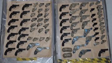 Pistolety ukrył w schowku w silniku. Polak zatrzymany za próbę przemytu 79 sztuk broni do Wielkiej Brytanii