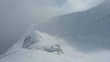 Armagedon śnieżny w Tatrach. Zasypane drogi do schronisk, apele o zaniechanie wycieczek